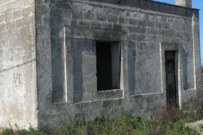 antica casa in vendita nella riserva di torre guaceto in puglia