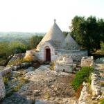 trulli in pietra da ristrutturare e con possibilità di ampliamento in vendita in Valle d'Itria