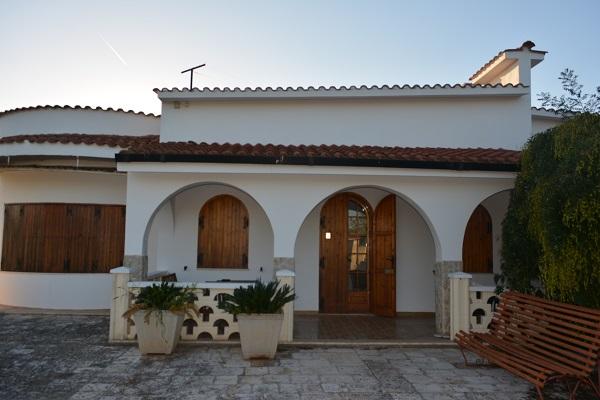 Lcimmobili grande villa in vendita nelle campagne di for Grande villa in vendita