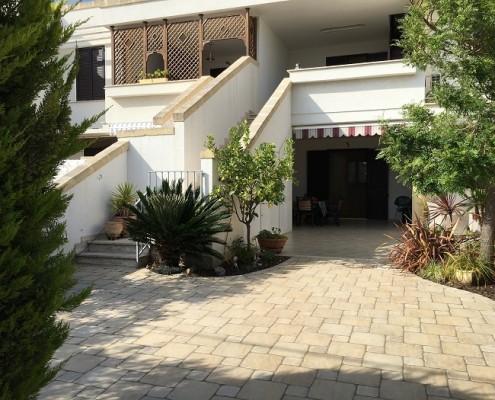 Case a 2 piani m su piani al pianterreno soggiorno con for Piani di casa con stanza della torre